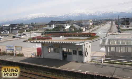 滑川駅から見た立山連峰