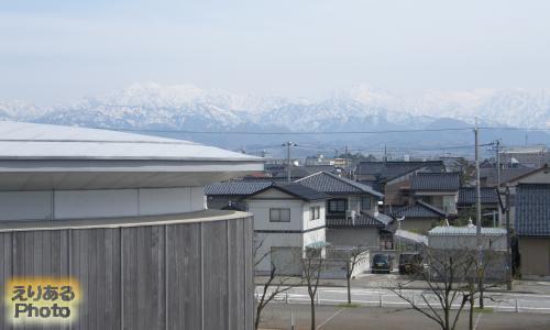 ほたるいかミュージアム近くから見た立山連峰