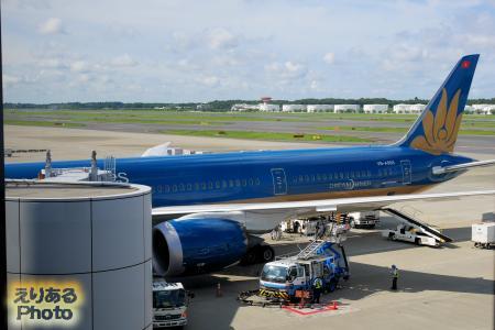 成田空港に着いたベトナム航空機