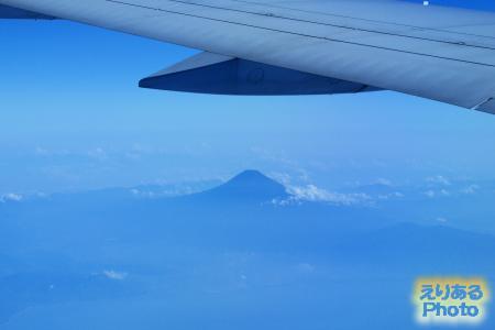 ベトナム航空機から見た富士山