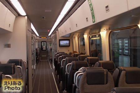 Union Pearson Expressの車内