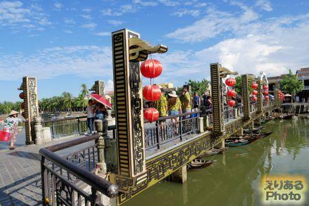 トゥボン川にかかるアンホイ橋