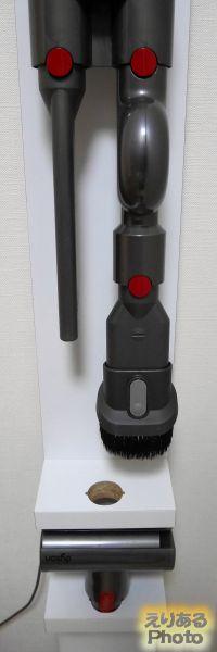 ダイソンコードレスクリーナー用壁寄せスタンドと収納用ブラケットと隙間ノズル、コンビネーションノズル、アップトップアダプタ、ミニモーターヘッド